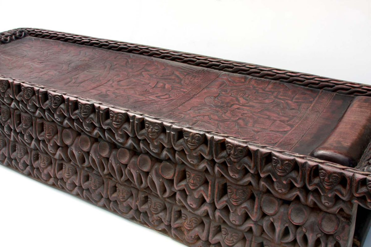 AFRICAN DECOR – a wood hand-carved bed
