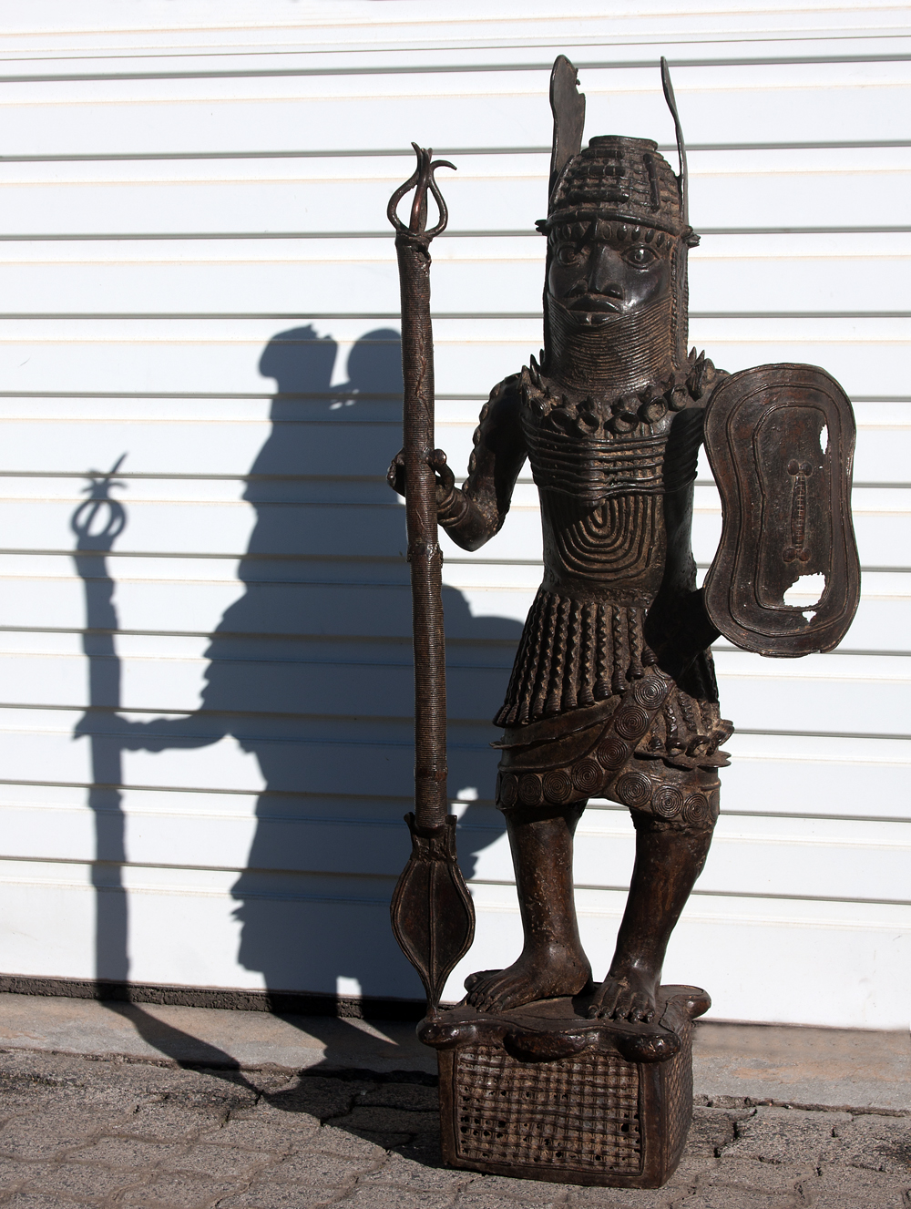 Antique bronze sculptures from Africa, bronze warrior sculpture, sculptures Africa,